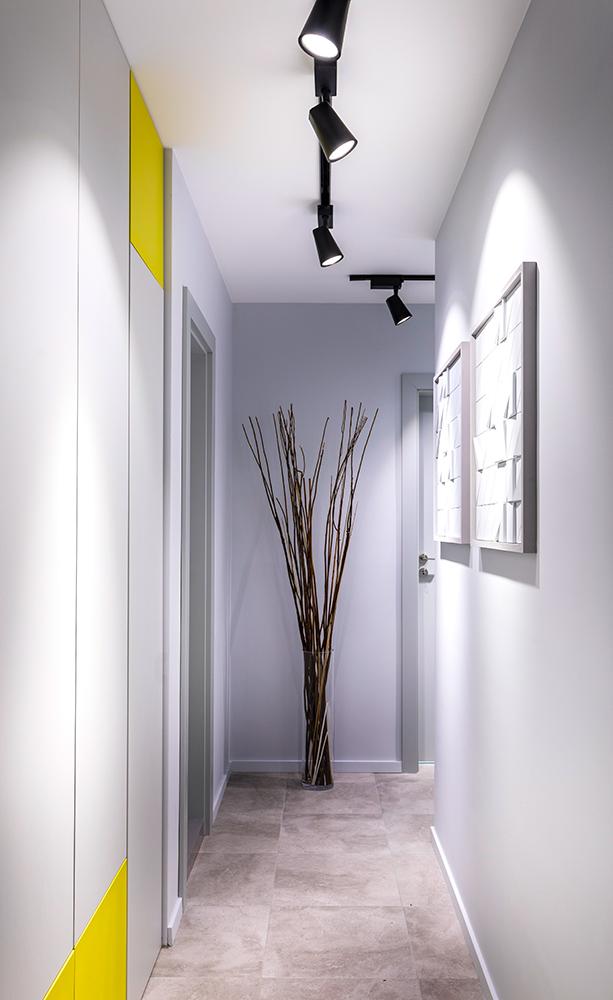 интериор на светъл коридор