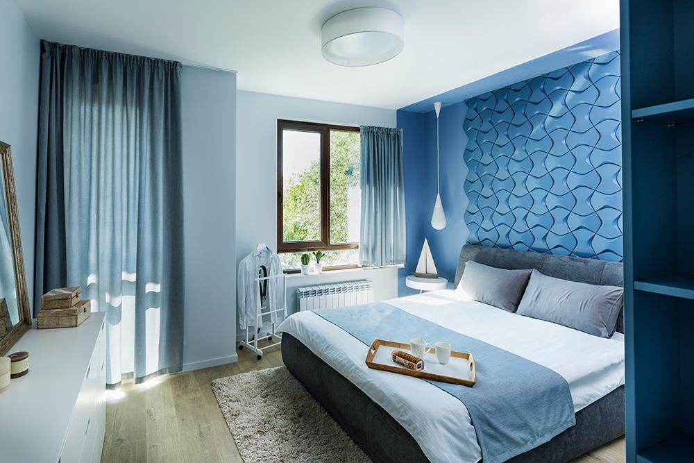 Интериоир на спалня, морска спалня, синя спалня, пана за акцент, дизайн на спалня