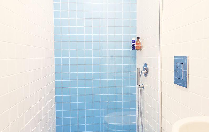 идеи з абаня, малка баня, баня в бяло, баня в синцо, мебели за баня, дизайн на баня
